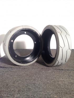JLG Scissor Lift 1930ES Solid Tires