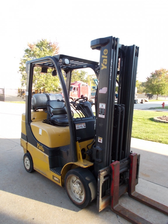 Warehouse Forklifts 5,000-6,000 lbs capacity